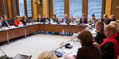 The members of the Committee on EU Affairs sitting in an assembly room with Prime Minister Stefan Löfven (Social Democratic Party) in the middle.